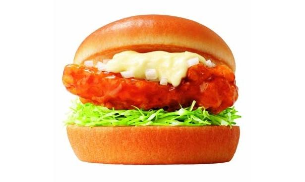 「宮崎県産鶏使用 チキン南蛮バーガー」はジューシーなおいしさが魅力(350円/モスバーガー)