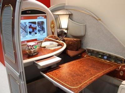 現在大阪〜ドバイ間を就航しているファーストクラス(約70万円!)を体験できる「エミレーツ航空」