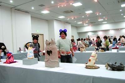 日本全国のアーティスト100人が招き猫を創作「第11回平成の招き猫100人展」