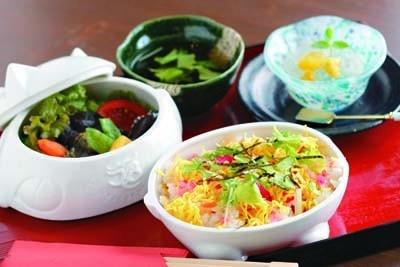 福々ランチは招き猫弁当箱で食べられる「ちらし寿司」(1800円/蔵遊前)