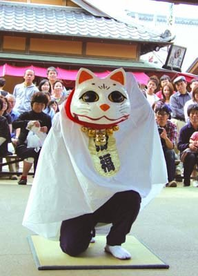 """愛嬌たっぷり!?獅子舞ならぬ""""猫舞""""も"""