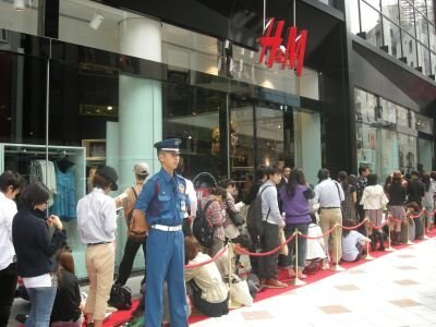 オープン前は250人程度の行列が850人までふくれあがった!