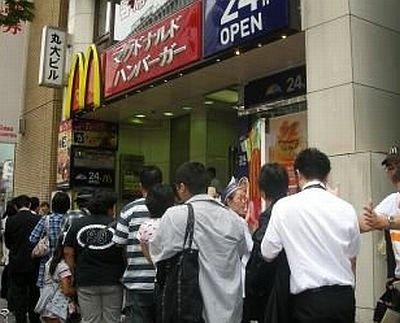 250人が行列!「マクドナルド渋谷店」の様子