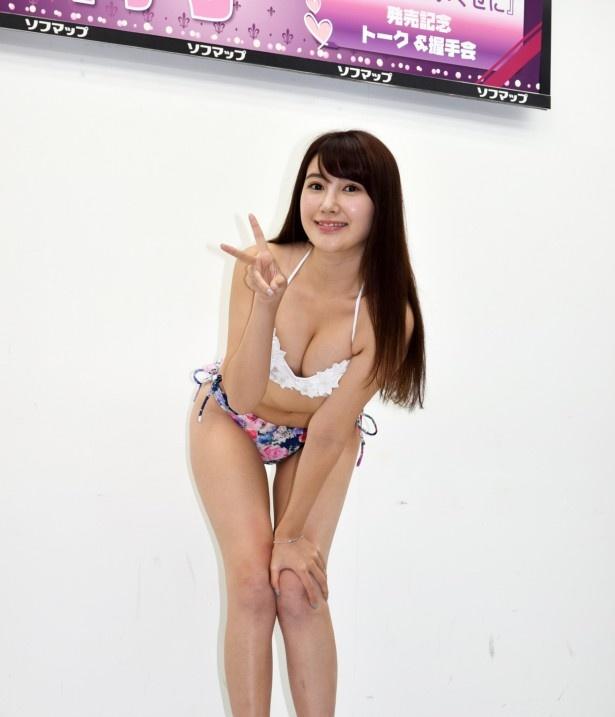 11月23日にDVD&Blu-ray「好きでもないくせに」をリリースした璃子のセクシーショット