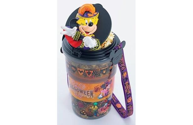 マスクミッキーがインパクト大の「ポップコーンスーベニアバケット付」(1400円) (東京ディズニーシー)