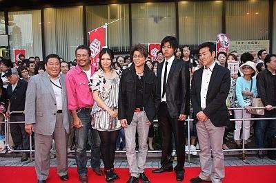 「デコトラ2 会津・喜多方・人情街道!」に出演する哀川翔さん、野波真帆さん、小西博之さんら。哀川さんは終始ご機嫌!