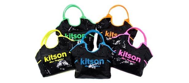 """9/6に誕生したばかり! 原宿「kitson studio」の""""4番打者""""は、やっぱり「スパンコールロゴトート」(9975円)"""