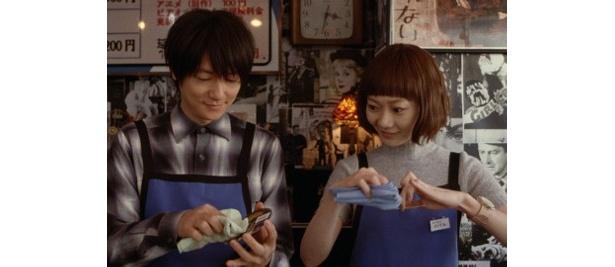 空気人形が、ARATA扮するレンタルビデオショップの店員・純一に恋をする