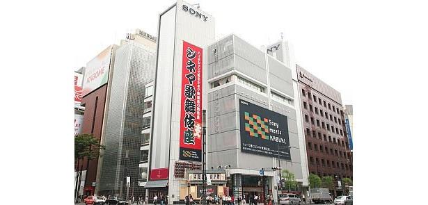 「シネマ歌舞伎座」のジーンズはひときわ目立っていた