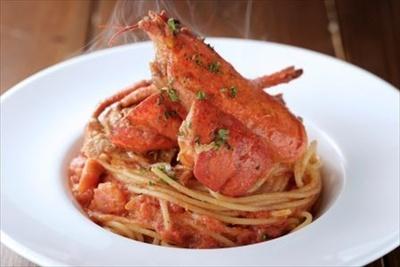 トマトと生クリーム、オマール海老の味噌で仕立てるアメリケーヌソースをパスタにからめた贅沢な一品