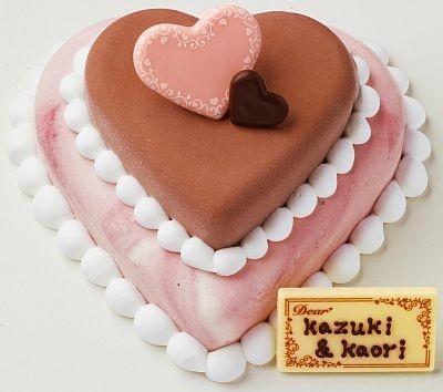 ハート型がかわいい!2層のケーキが登場。大きさはヨコ約14cm×タテ約15cm×高さ約6cm