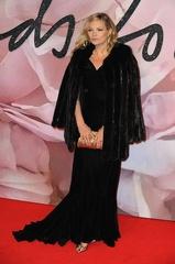 ナオミ・キャンベルとケイト・モス、熟女モデルのドレス姿が微妙?