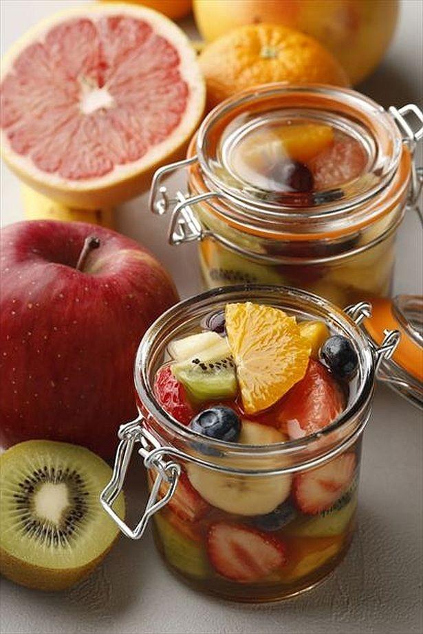 【写真を見る】こだわりのシロップに、季節のフルーツがたっぷり!