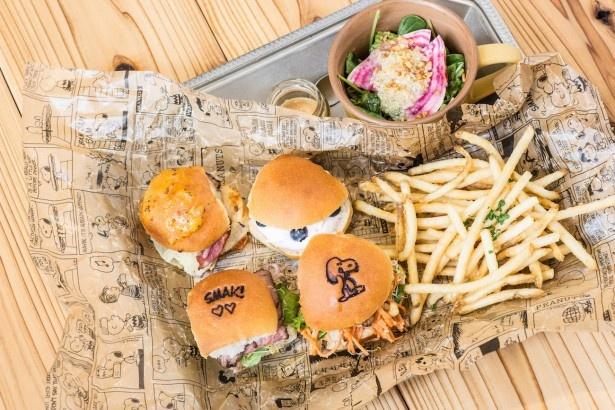 「ザ グースエッグス スライダー」(税抜1800円)はピーナッツバターとキヌアのサラダ付き。「ピーナッツバターはバーガーやポテトとも相性抜群。甘じょっぱさがクセになる」(中島さん)