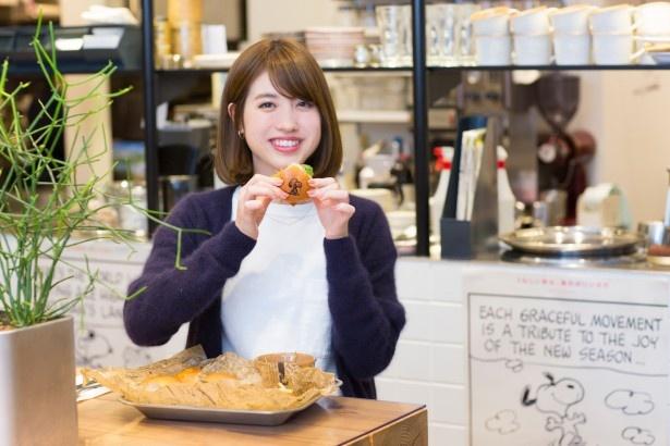 「スヌーピーの焼き印がかわいらしい!ひとりでもぺろっと食べられるボリューム感で、4つの味が楽しめるのがうれしい」と中島さん