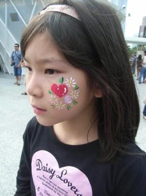 「ハートとお花」。かわいいですね!