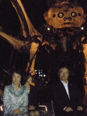 右にいらっしゃるのが横浜開港150周年協会会長・佐々木謙二さんです