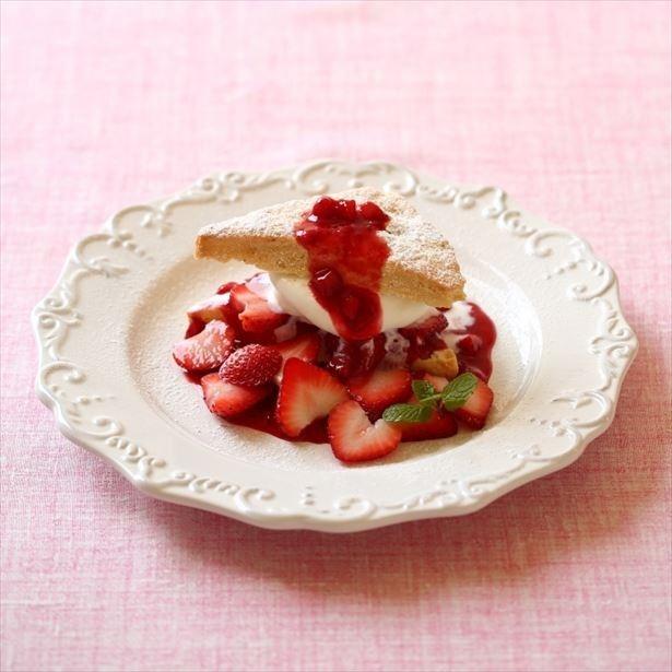 新メニューの「ふわっとスコーンショートケーキ 苺」(940円)
