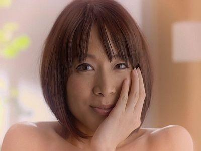 「のぼせてます 韓流」篇で入浴しながら海外ドラマを鑑賞。主人公の「君の瞳は本当にきれいだ」というセリフにかわいく首をかしげる内田さん