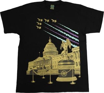 U.S.キャピトルをバックにポーズを決める「ペンタゴンTシャツ」もクールすぎる!