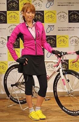 本格的な自転車に乗る里田さんを街で見かけるかも!?
