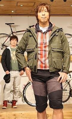 伏見選手と桐山選手もウォーキングに挑戦