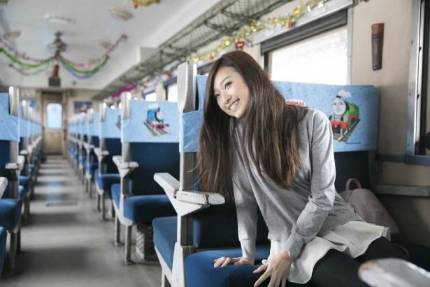 シートにはトーマスやその仲間たちが描かれる。イベント期間中は客車内にクリスマスデコレーションが施され、より華やかに