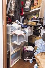 「汚部屋」改造レポート:ウォークインクローゼットの衣装ケースがすっきり!