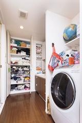 プロに教わって「汚部屋」を改造!洗面所をすっきりさせる