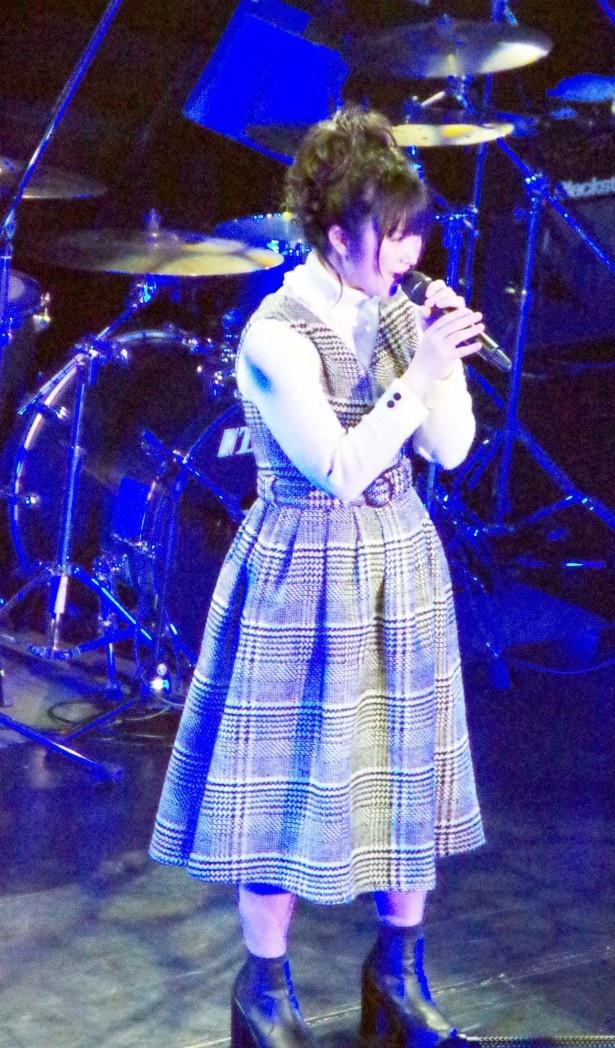 2番手は浅田結梨で、「Dear…」(西野カナ)