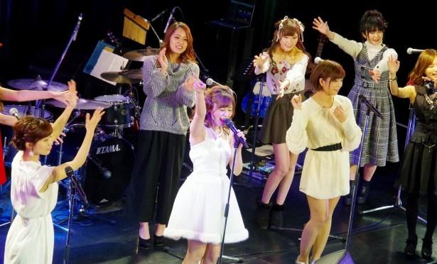 SEXY-Jの代表曲「セーラー服を脱がさないで」(おニャン子クラブ)を瑠川リナ特別バージョンで披露