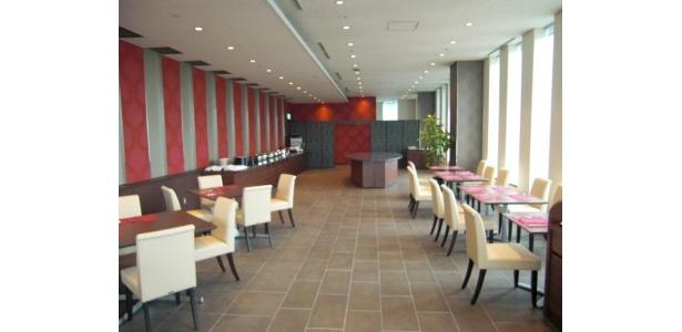高層階ならではの景色も魅力のレストラン「ビストロ・ブルゴーニュ」