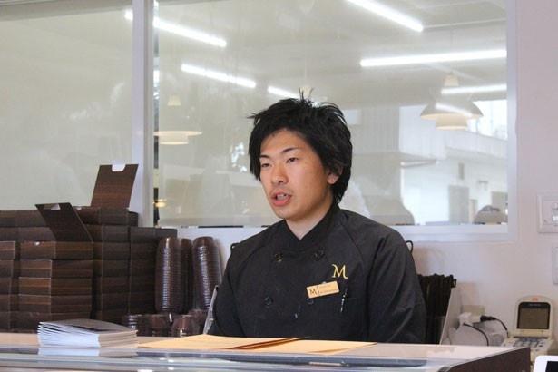 「カカオ豆は繊細な生き物です」と松室和海オーナーシェフ
