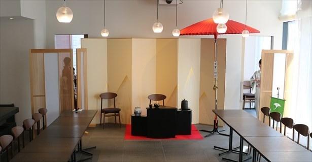 【写真を見る】金沢の上生菓子で気軽な立礼茶会である「丁酉初茶会」