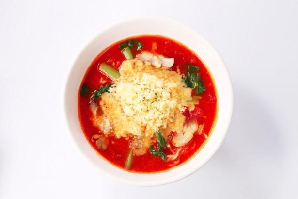 完熟トマトがたっぷり!「太陽のチーズラーメン」(860円)/太陽のトマト麺