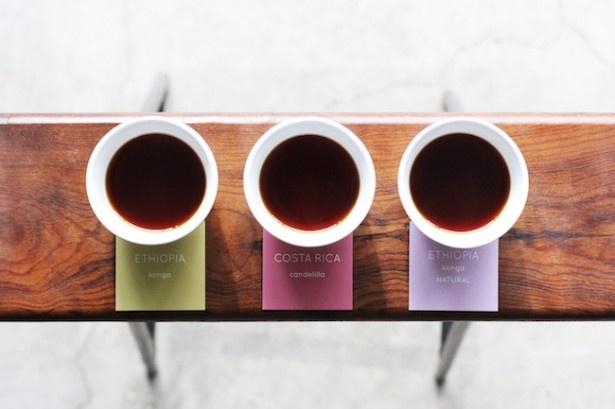 「飲み比べセット」(680円)。産地ごとの風味の違いや、好みのコーヒーをみつけられる看板メニュー