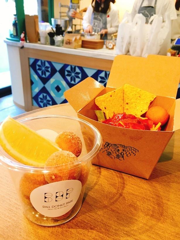 一番人気の「レモン&ナチュラルシュガー」(左)と、タコライス風の「タコボール」(右)