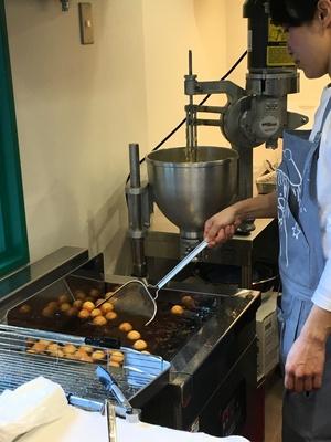 注文が入ってからドーナツを揚げるため、アツアツが味わえる