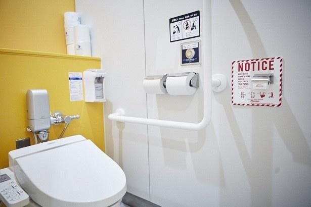 【写真を見る】成田空港の7カ所のトイレ内にある、計86個の個室に備え付けられた