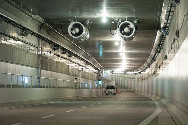 ハイウェイウォークでは、トンネル区間を往復する