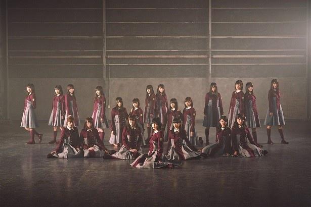 欅坂46は、乃木坂46と同様に「紅白歌合戦」の初出場も決定し、2016年にデビューした新人では断トツとなるブレイクを果たした!