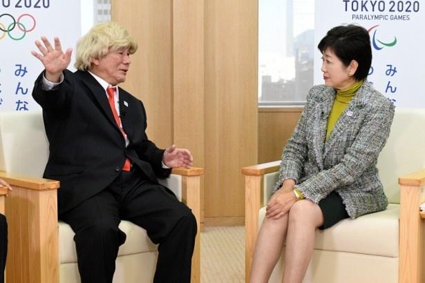 ビートたけしと小池百合子はさまざまな問題を抱える東京について議論を交わす