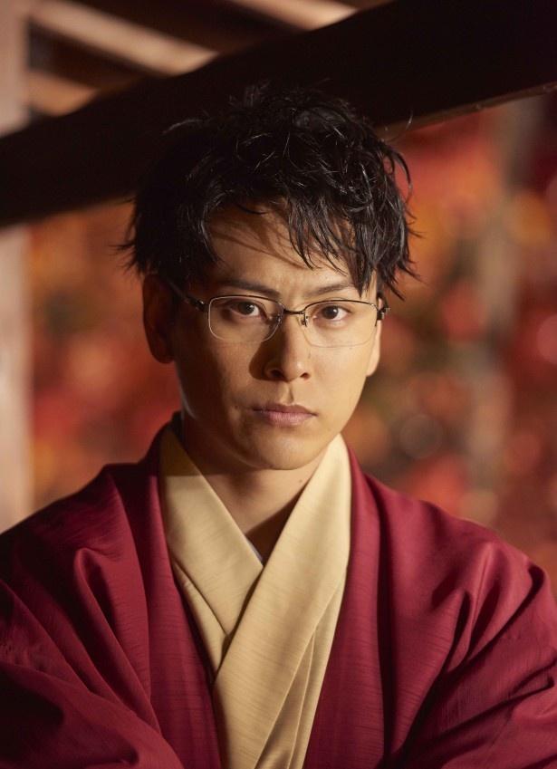 Amazonプライムのオリジナルドラマ「福家堂本舗‐KYOTO LOVE STORY‐」で、イケメン御曹司・桧山を好演している山下健二郎