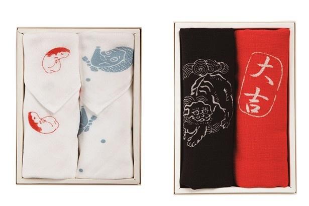 【写真を見る】縁起の良い図柄とモダンな色が年始にぴったりの、フィル ユージーヌ「おかめ・ひょっとこ(写真左)/唐獅子・大吉(同右)」(各2268円/1080円×2個+箱代108円)