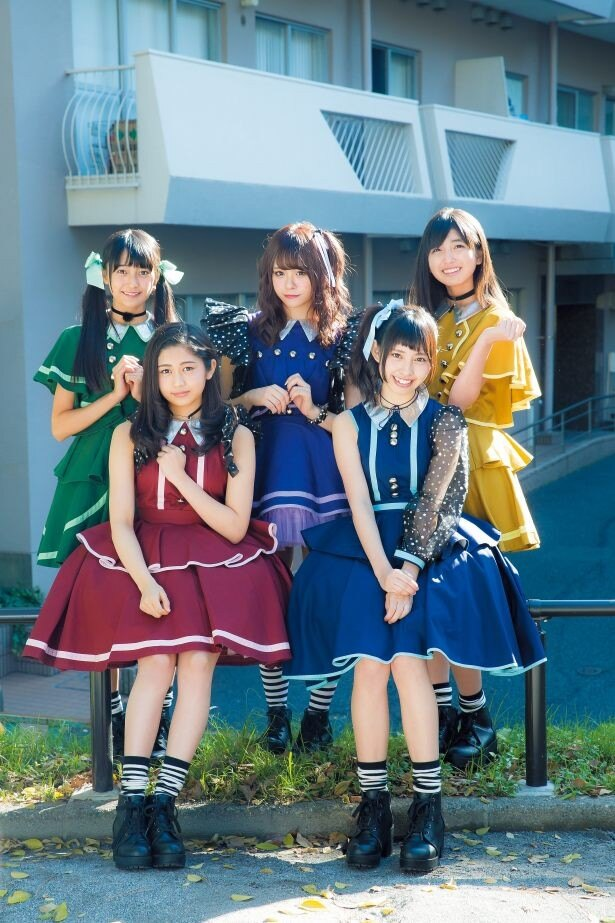 マジカル・パンチライン。後列左から小山リーナ、佐藤麗奈、清水ひまわり、前列左から浅野杏奈、沖口優奈