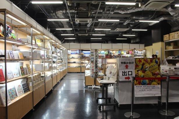 広々とした物販スペース
