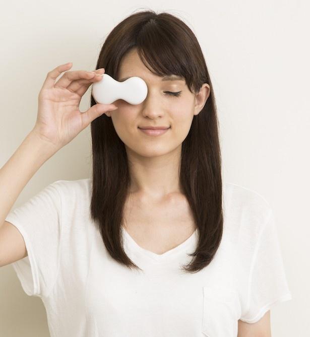 あえて片目だけを覆う設計で、他の作業をしながらでも使えるのが嬉しい