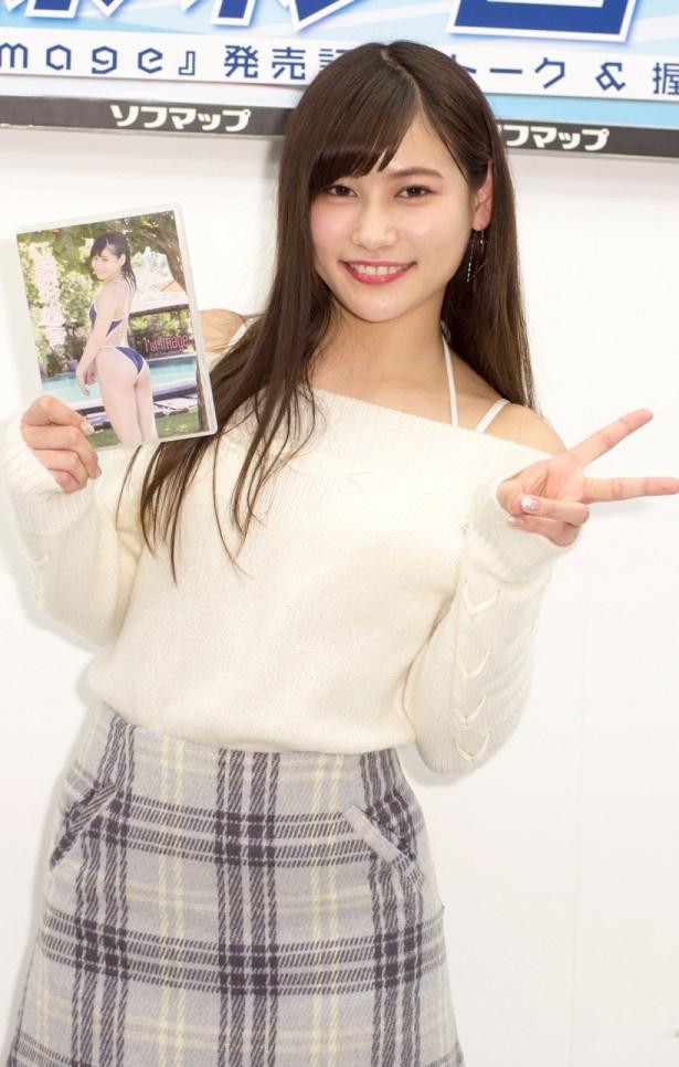 ファーストDVD「1'st image」発売記念イベントに出席した江藤彩也香