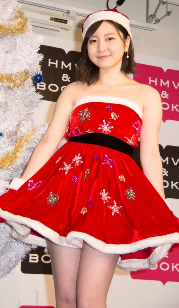 【写真を見る】「クリスマス史上最大にセクシーです(笑)」と衣装について語る岩田華怜