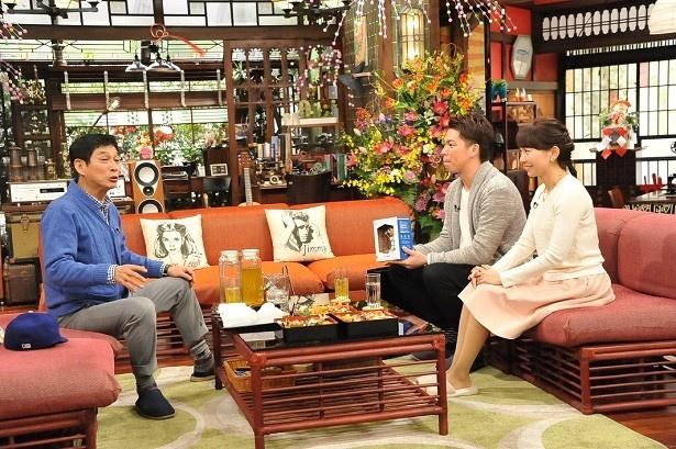 【写真を見る】妻の早穂さんと登場した前田健太投手は、あるお宝を持参する